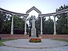Памятник Курманжан Датке в Дубовом парке